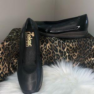 NWOT Rieker antistress comfort shoe